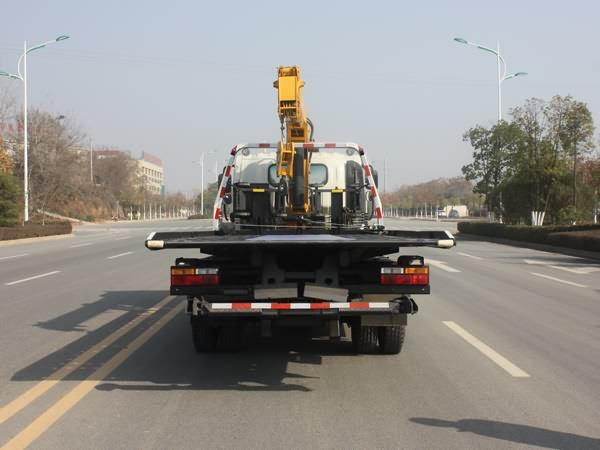 新东日牌YZR5100TQZCGC型清障车