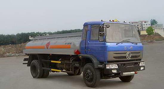 东风平头化工液体运输车
