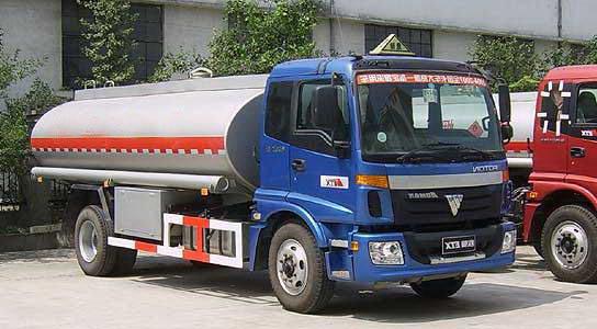 欧曼单桥化工液体运输车