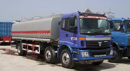 欧曼小三轴化工液体运输车